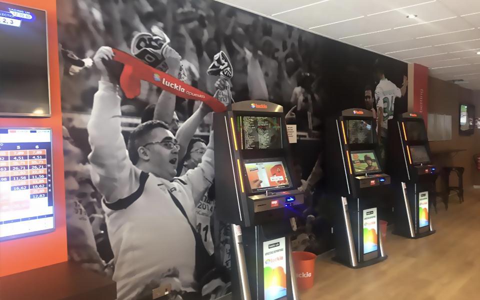 Salón de juegos Luckia